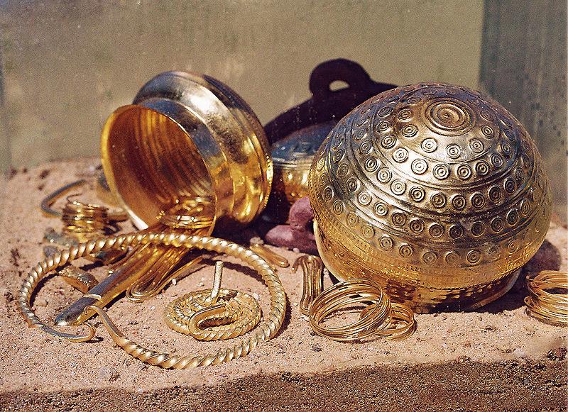 Vergessene Schätze warten heute noch auf ihre Entdeckung – auch in Morschach.  /  Lost treasures wait still to be discovered – in Morschachtoo.
