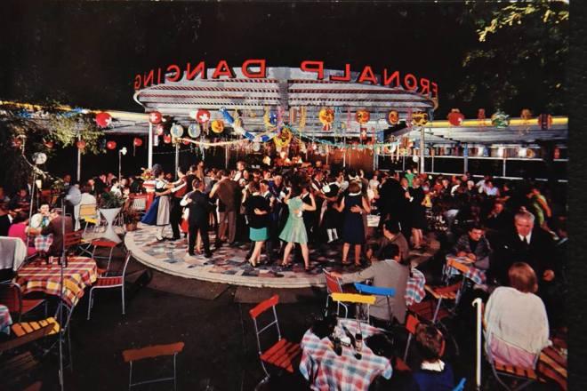 Dancing Fronalp-Greter-Postkarte von Josef Grüter