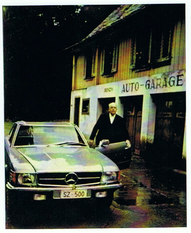 Greter und sein SZ 500 vor der Hotelgarage