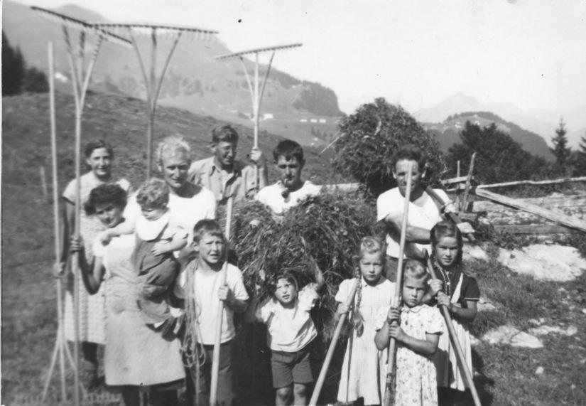 Die Überlebensstrategie unserer Ahnen – vor allem der Bauernfamilien – war der Kindersegen!  /  Survival strategy of our ancestors – especially the farming families – was childrenblessing!