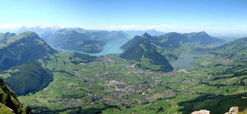 Alle Schwyzer sind früher oder später einmal in unser Land eingewandert.  /  All people in Schwyz are sooner or later emigrated again in ourcountry.