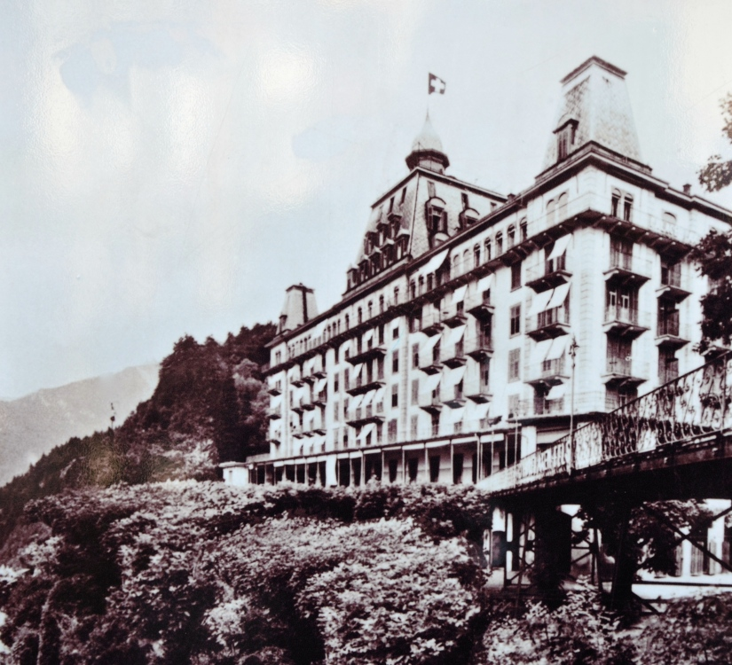 Das Palace Hotel Axenfels zur Zeit der Belle Epoque das zweite grosse Hotel in Morschach.    /     The Palace Hotel Axenfels the time of the Belle Epoque, the second large hotel in Morschach.