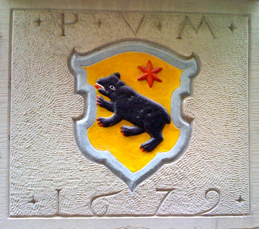 Was bedeutet der rote Stern im Wappen der von Moos und Immoos?   What is meant by the red star in the emblem of Moos and Immoos?