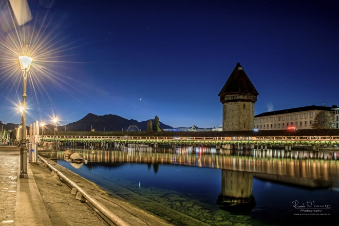 Kapellbrücke--Wasserturm-Rathausquai-Lampen_DSC1774-Signet-web