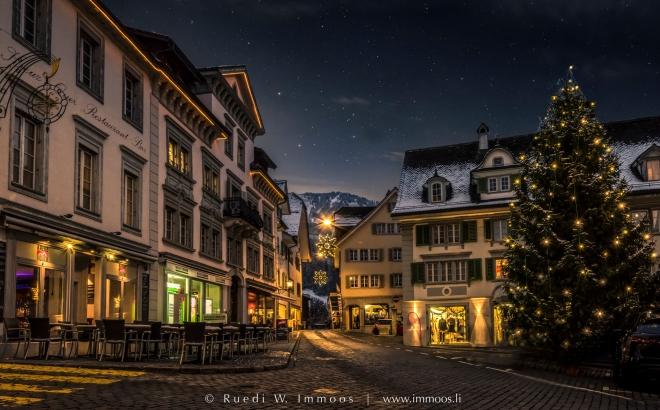 Schwyz-Hauptplatz-Christbaum-Reichsstrasse_DSC5356-2a-2-Signet-web