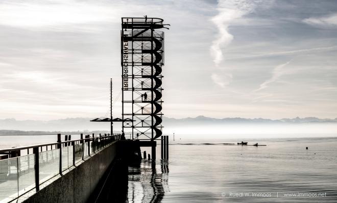 Friedrichshafen-Bodensee-Tower-Gegenlicht-entsättigt_DSC9069-Signet-web