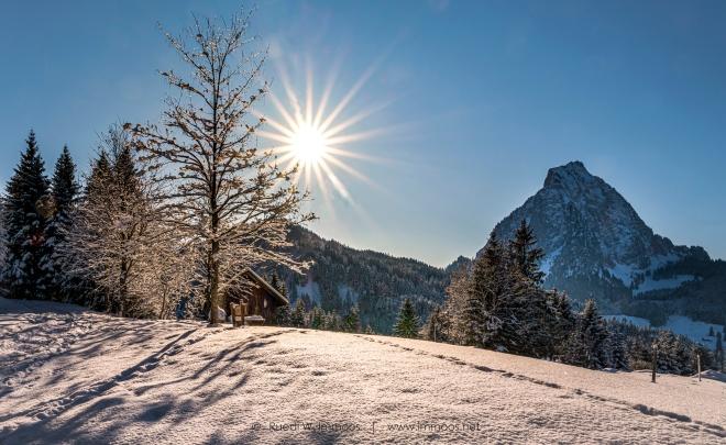 Alpthal-Brunni-Richtung-Furggel-Mythen-Blendenstern-Häuschen-Schneebaum_DSC0821-a-Signet-web