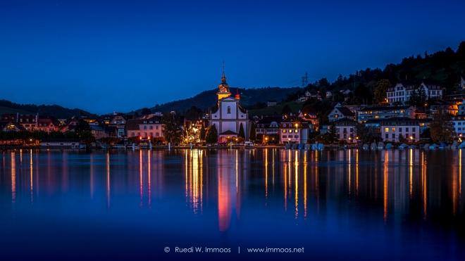 Küssnacht-am-rigi-mit-Kirche-über-den-See-beim-Einnachten_DSC0276-Signet-web