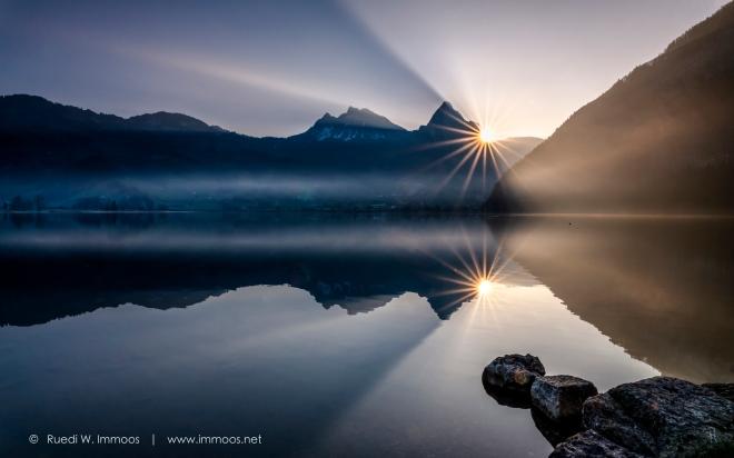 Lauerzersee-mythen-Sonnenaufgang-Sonnenstern-rechts-mit-Spiegelung_DSC9595-a-Signet-web