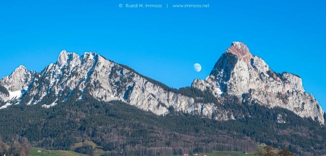 Mythen-gesamt-früher-Mondaufgang-Dreikönigen_DSC0704-Signet-web