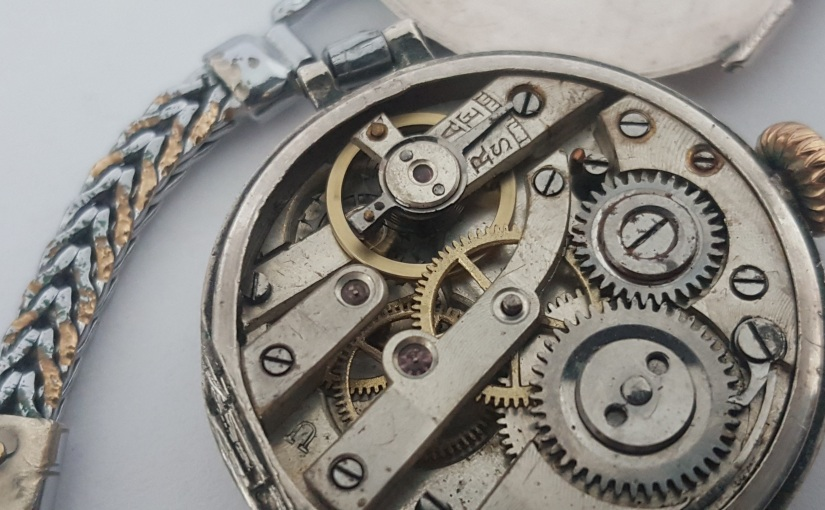 Sachfotografie für Infos über eine alte Taschen- und eine neue Armbanduhr – nicht so einfach – aber für einen Blogartikelreicht's!